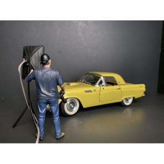 Weekend Car Show Figure V (Car and lighting not included!) American Diorama 1:18