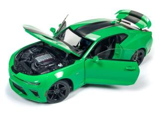 Chevrolet Camaro SS 2017 green with black stripes Auto World 1:18 Metallmodell